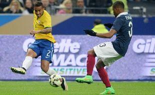Le Brésilien Danilo (à gauche) face à la France