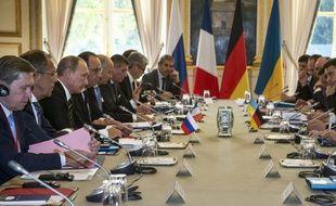 Les présidents russe et français et la chancelière allemande lors d'un sommet sur l'Ukraine à l'Elysée le 2 octobre 2015