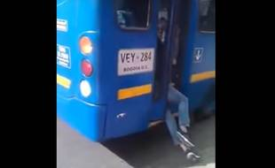 Un chauffeur a rattrapé un voleur en fermant les portes de son bus
