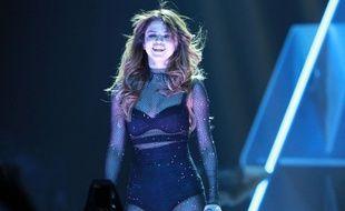 Selena Gomez : quasi nue sous son manteau sans manche