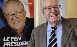 """Quarante ans après avoir fondé le Front national, Jean-Marie Le Pen affirme dans un entretien à l'AFP que la droite a été """"suicidaire"""" en refusant l'alliance avec son parti et, à 84 ans, il annonce qu'il se verrait bien de nouveau candidat aux européennes de 2014, dans un entretien avec l'AFP."""