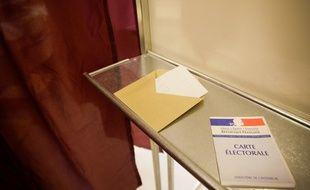Dans un isoloir, à Toulouse. Archives