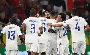 La joie de Karim Benzema et de l'équipe de France après le doublé du Madrilène contre le Portugal, ce mercredi à Budapest.