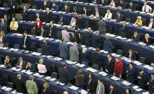 01072014-STR- Les Euroscetiques membres  du Parlement Europeen tournent le dos a l'assemblee pendant la ceremonie d'ouverture et l'hymne Europeen. Strasbourg