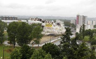 A Vaulx-en-Velin, les barres des écharmeaux et de la Luère ont été dynamitées en quelques secondes.