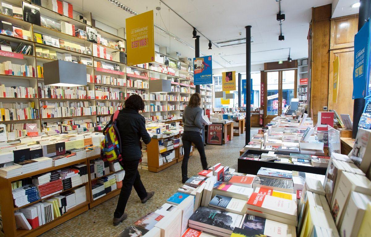 Le livre papier reste une consécration pour les écrivains. – S. POUZET / SIPA