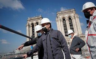 Emmanuel Macron sur les toits de la cathédrale Notre-Dame de Paris, le 15 avril 2021.