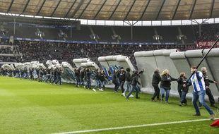Un Mur a été érigé sur la pelouse du stade olympique de Berlin pour célébrer les 30 ans de la chute du Mur, le 9 novembre 2019.