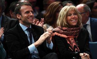 Le couple Macron aime le papier glacé.
