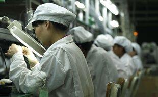 Des ouvriers chinois travaillant dans l'usine d'un fournisseur d'Apple.