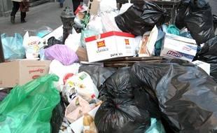Des poubelles. (Illustration)