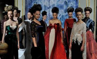 Le final du défilé haute couture automne-hiver 2014-2015 d'Alexis Mabille.