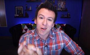 Philip DeFranco, YouTubeur pro mécontent des nouvelles règles du site.