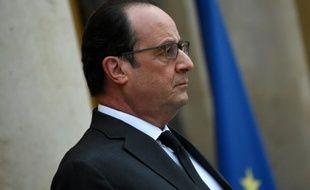 Le président François Hollande sur le perron de l'Elusée le 20 novembre 2015 à Paris