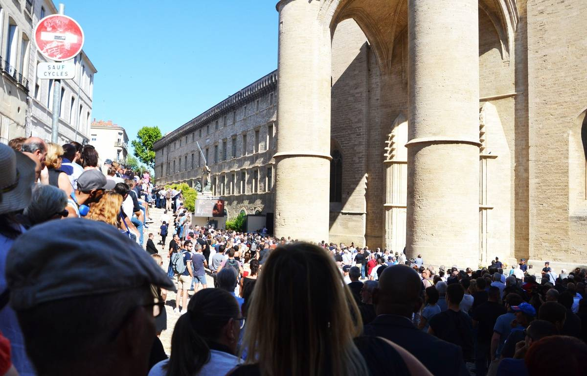 Une foule de plusieurs milliers de personnes a assisté à la cérémonie sur un écran géant. – N. Bonzom / Maxele Presse