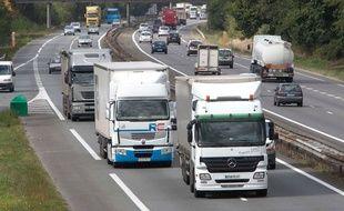 Illustration de poids lourds sur l'autoroute.