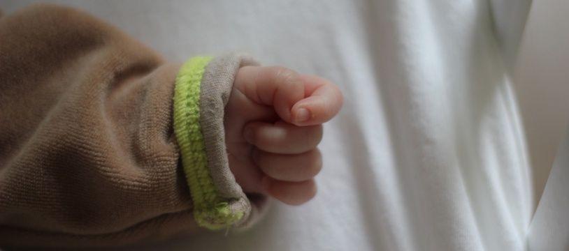 Illustration de la main d'un nouveau-né.