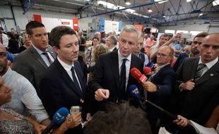 Bruno Le Maire, le ministre de l'Economie, en visite dans l'usine GM&S de la Souterraine, le 19 juillet 2017.