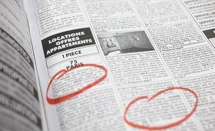 Paris le 02 janvier 2012. Illlustration recherche d'appartements studio logements en location  a louer a Paris. Journal de petites annonces immobilieres de particuliers a particuliers.. Feutre rouge.