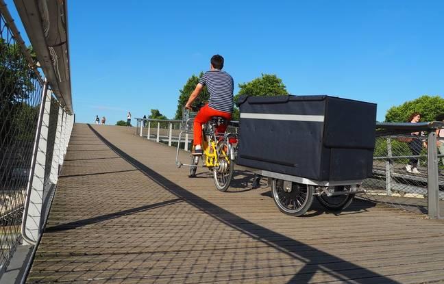 La K-Ryole, remorque autopropulsée, permet de transporter 250 kg de marchandises sans faire souffrir les mollets.