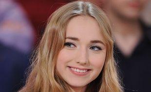 Chloe Jouannet dans «Vivement Dimanche Jean Reno», sur France 2.