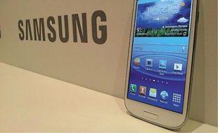 Le Galaxy SIII de Samsung sera dispo en blanc ou bleu