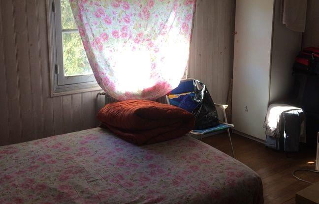 Un chambre d'un logement de Pessac, partagée par plusieurs squatteurs, pour beaucoup en attente d'une réponse à leur demande d'asile.