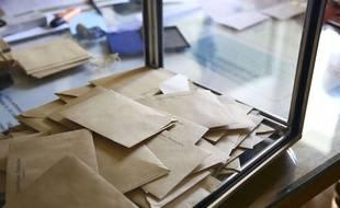 Illustration dans un bureau de vote, urne.