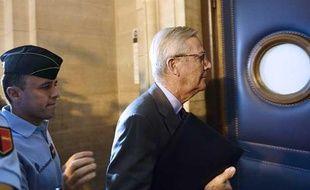 L'ancien président de l'UIMM, Denis Gautier-Sauvagnac, quitte le tribunal le 7 octobre 2013 à Paris.