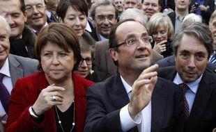 Le PS se réunit samedi en convention nationale à La Défense pour ratifier ses candidatures aux législatives, sur fond de tensions nées de l'accord électoral avec EELV et de soupçons de corruption d'élus socialistes dans le Pas-de-Calais, la plus grosse fédération du parti.