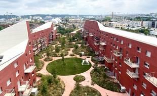 L'immeuble Ilot Queyries à Bordeaux propose 282 appartements avec un grand jardin partagé
