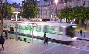 Un tramway de la ligne 2 à Nantes.