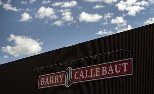 Le groupe suisse Barry Callebaut, premier fabricant mondial de chocolat pour l'industrie alimentaire, a annoncé mercredi avoir conclu un accord en vue du rachat pour 950 millions de dollars (730,8 millions d'euros) du plus grand fournisseur de produits à base de cacao en Asie, la division Cocoa Ingredients du singapourien Petra Foods.