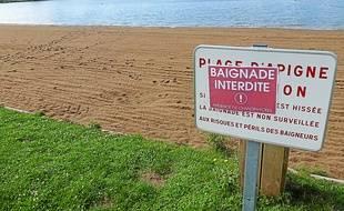 En attendant de nouvelles analyses, la baignade reste interdite.