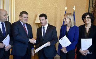 Christophe Sirugue, alors député PS, avait remis à Manuel Valls un rapport sur la simplification des minima sociaux, le 18 avril 2016 .