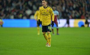 Mesut Özil avec le maillot d'Arsenal