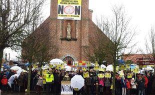 Manifestation contre l'implantation de l'antenne relais de TDF à Saméon, près de Douai, dans le Nord.
