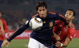 L'arrière latéral espagnol Joan Capdevila face au Chili le 25 juin 2010 à Pretoria, en Afrique du Sud.