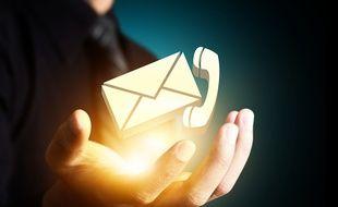 Que choisir, téléphone ou mail ? Image d'illustration