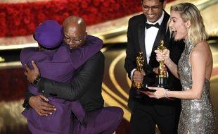 Spike Lee a remporté l'Oscar de la meilleure adaptation pour «BlacKkKlansman», le 24 février 2019, et sauté dans les bras de Samuel L. Jackson.