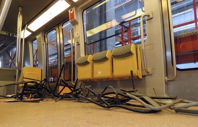 Des chaises ont été balancées sur les rails du métro de Rennes le 29 mars 2016 en marge d'une manifestation contre la loi Travail.