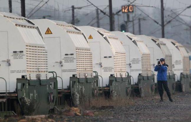 Le train convoyant des déchets nucléaires allemands, le 24 novembre 2011, à Rémilly (Moselle).