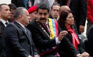 Le président vénézuélien Nicolas Maduro (au centre), avec le président de l'Assemblée nationale, Disodado Cabello, le 17 décembre 2015.