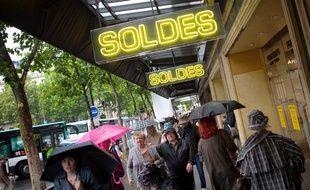 Le premier jour des soldes boulevard Haussmann à Paris le 27 juin 2012.