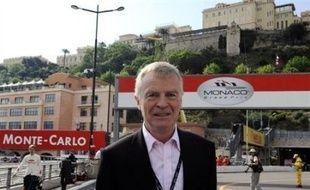 Le président de la Fédération internationale de l'automobile (FIA) Max Mosley, éclaboussé par un scandale sexuel, a obtenu mardi un vote de confiance à l'assemblée générale extraordinaire de la FIA, au grand dam des principales fédérations nationales qui pourraient claquer la porte.