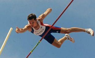 Le perchiste français Renaud Lavillenie, lors des championnats d'Europe par équipe à Leiria, le 21 juin 2009.