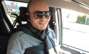 Mehdi Belbachir, 25 ans, atteint de myopathie, lance un défi à Cyril Hanouna: l'embaucher en tant que chroniqueur.