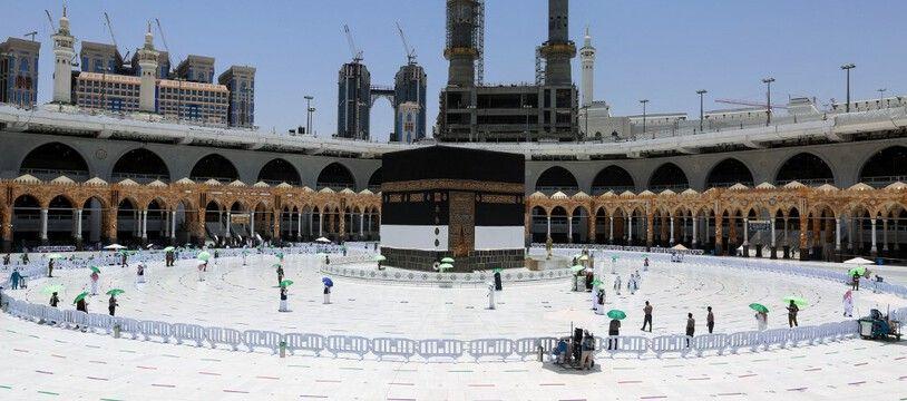 Autour de la Kaaba, à la Grande mosquée de La Mecque, le 16 juillet 2021, à la veille du début du Hajj.