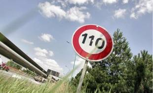 La limitationà 90 km/h permet de réduire la fréquence des accidents et la pollution.