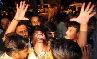 Des hommes armés ont tué à bout portant une responsable du Mouvement pour la Justice (PTI) de l'ancienne vedette pakistanaise du cricket Imran Khan samedi à Karachi, à la veille d'un nouveau vote dans une partie des bureaux de la mégalopole du sud du Pakistan.